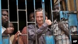 David Cecil, dans sa prison à Kampala