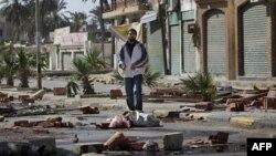 Улица Триполи, которую местные жители заблокировали для проезда автотранспорта.