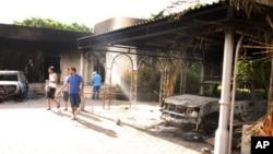 12일 리비아 벵가지 주재 미국 영사관의 불에 탄 모습. 전날 밤 벌어진 공격과 방화로 크리스토퍼 스티븐스 리비아 주재 미국 대사 등 미국인 4명이 사망했다.