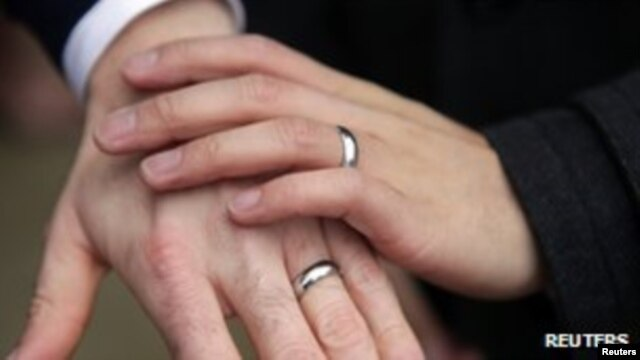Aktivis Perancis unjuk rasa untuk RUU mendukung perkawinan sejenis, sebagai tandingan demo yang menentang dua minggu lalu (foto: ilustrasi).