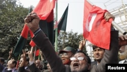 Members of Bangladesh Muktijoddha Sangsad, a welfare association for combatants who fought during the war for independence from Pakistan in 1971, shout slogans after a war crimes tribunal sentenced Abul Kalam Azad to death in Dhaka, January 21, 2013.