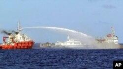 Tàu Trung Quốc dùng vòi ròng tấn công tàu Việt Nam