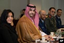 خالد بن سلمان، معاون وزیر دفاع عربستان سعودی که در واشنگتن به سر می برد بعد از دیدار با وزیر خارجه، با وزیر دفاع آمریکا هم دیدار کرد.