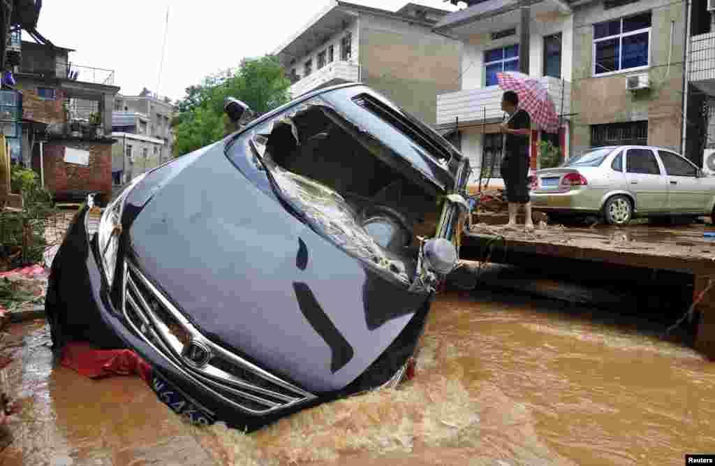 Çinin Jianqşi vilayətinı sel basıb