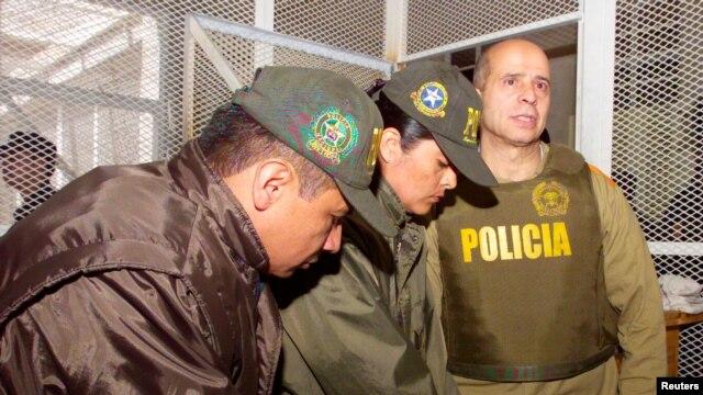 """Imagen de la extradición a EE.UU. de alias """"Simón Trinidad""""."""