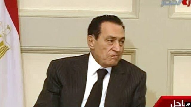 Egypt's President Mubarak attends a meeting in Cairo, Jan 30, 2011