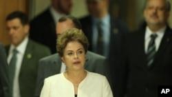 지우마 호세프 브라질 대통령이 2일 플라날토 대통령 궁에서 열린 기자회견장에 도착했다.