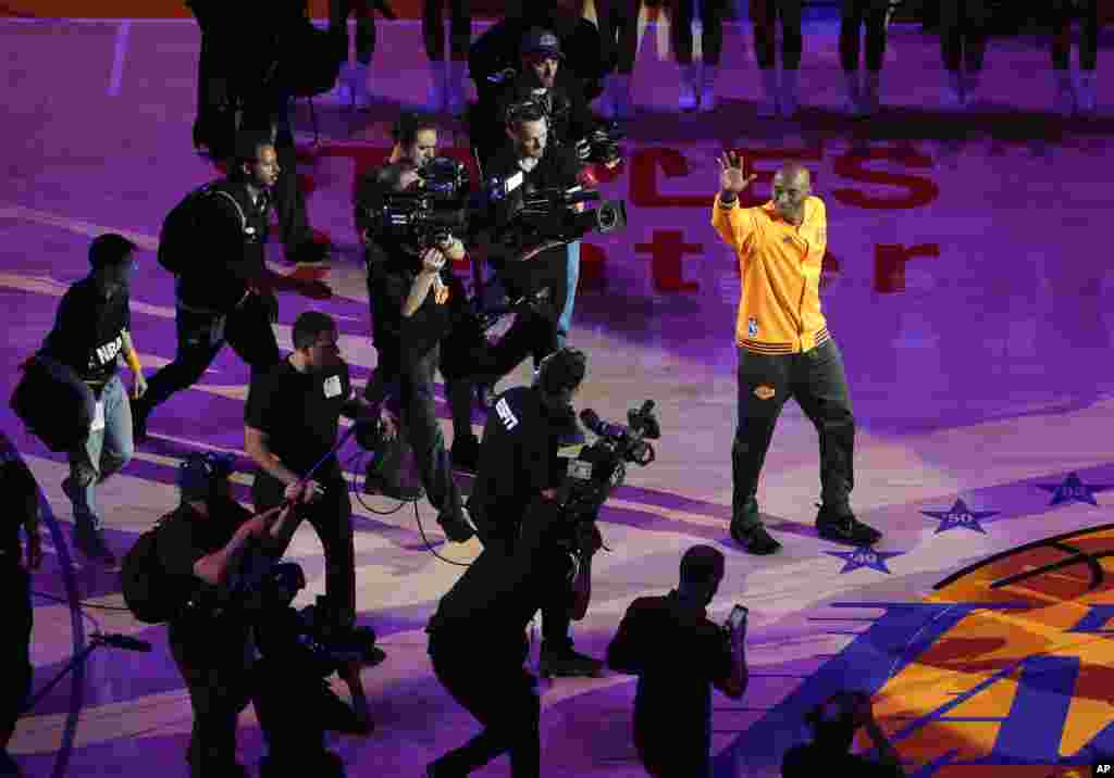 Los Angeles Lakers forward Kobe Bryant waves to the crowd during a ceremony before Bryant's last NBA basketball game, against the Utah Jazz in Los Angeles, April 13, 2016.