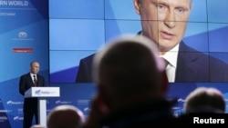 Russian President Vladimir Putin speaks during a meeting in the town of Valdai, Novgorod region, Russia, September 19, 2013.