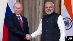 ႐ုရွားသမၼတ Vladimir Putin နဲ႔ အိႏိၵယဝန္ႀကီးခ်ဳပ္ Narendra Modi နယူးေဒလီမွာ ေတြ႔ဆံု (ဒီဇင္ဘာ၊ ၂၀၁၄)