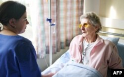 """Dr. Şayan: """"Kanser Tedavisinde Psikolojik Destek Çok Önemli"""""""