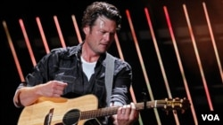 "Blake Shelton figura en el Top 10 de la cartelera country con el tema ""Drink On It""."