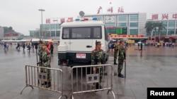 Polisi paramiliter di Guangzhou, provinsi Guangdong.