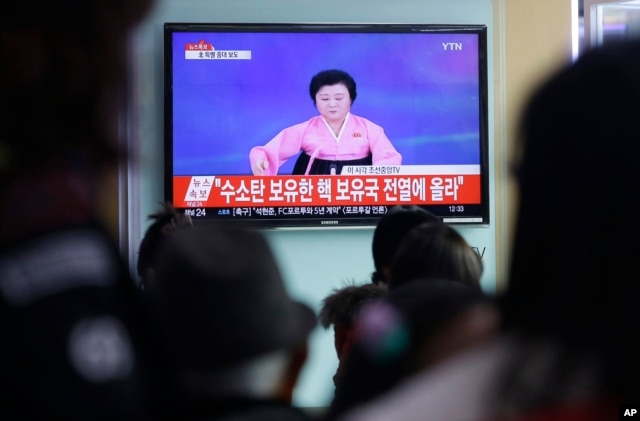 People watch a TV news program showing North Korea's announcement of a hydrogen bomb test, at the Seoul Railway Station in Seoul, South Korea, Jan. 6, 2016.