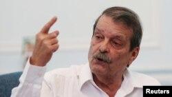 아베라르도 모레노 쿠바 외무부 부장관이 1일 수도 아바나에서 개최한 기자회견에서 국내외 현안에 대한 입장을 밝히고 있다.