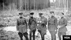 NKVD cəlladları - Sonradan DTK-ya çevrilən və milyonlarla günahsız adamın ölmünə bais olmuş bu qurum Stalinin idarəçilik apparatının əsas hissəsi idi.