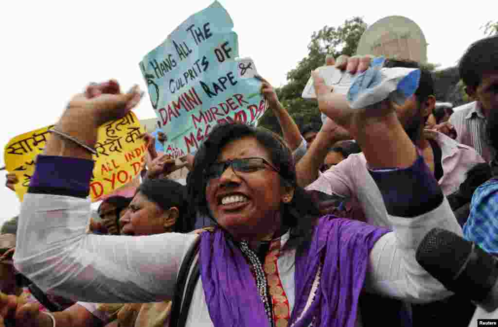 A demonstrator shouts slogans outside a court where four men were sentenced to death for a gang rape case, New Delhi, Sept. 13, 2013.