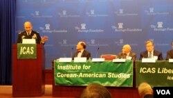 미 육군본부의 전략계획정책 실장인 윌리엄 힉스 소장(왼쪽)이 3일 한미연구소(ICAS) 주최로 열린 토론회에서 연설하고 있다.
