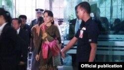 ေဒၚေအာင္ဆန္းစုၾကည္ အာဆီယံအစည္းအေဝး တက္ေရာက္ရန္ လာအိုႏုိင္ငံခရီး စတင္ ( Photo- Ministry of Foreign Affairs Myanmar )