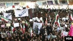 Iranyen yo asiste nan antèman Sanee Zhaleh, yon etidyan lapolis te tiye nan yon manifestasyon opozisyon an nan Tehran ..... 16 fevriye 2011