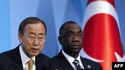 BM Genel Sekreteri Ban Ki Moon ve konferansın genel sekreteri Cheick Sidi Diarra