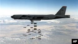 미국 국방부가 공개한 B-52 전략폭격기의 폭탄 투하 장면. (자료사진)