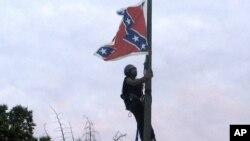 La bandera será removida este viernes en la mañana, y llevada a un museo.