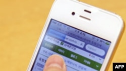 Một người Nam Triều Tiên sử dụng iPhone