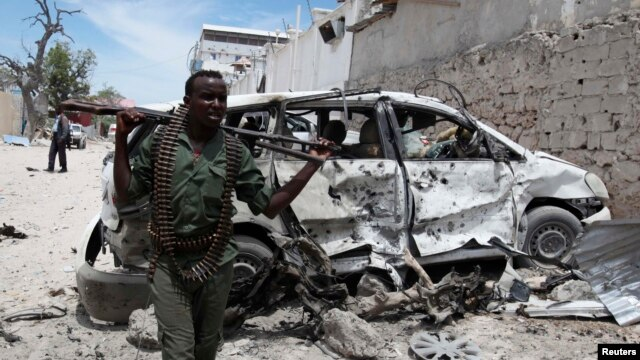 Somali soldier after explosion near Al Mukaram Hotel, Mogadishu, March 15, 2014.