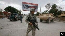 在阿富汗巡逻的美军资料照片。