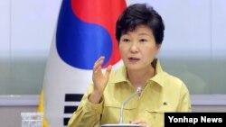 Janubiy Koreya Prezidenti Pak Gin Xe uning yurtida nafas olish yo'llarini zararlovchi infeksiya tarqalishi munosabati bilan AQShga safarini qoldirgan.