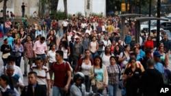 委內瑞拉首都卡拉加斯2019年3月7日晚上斷電後居民湧向街道.
