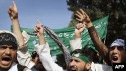 Sinh viên đại học Nangarhar hô khẩu hiệu chống chính phủ Mỹ và Afghanistan trong cuộc biểu tình tại Jalalabad, phía đông thủ đô Kabul, ngày 20/11/2011