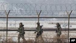南韓軍人在南北邊界巡邏(資料圖片)