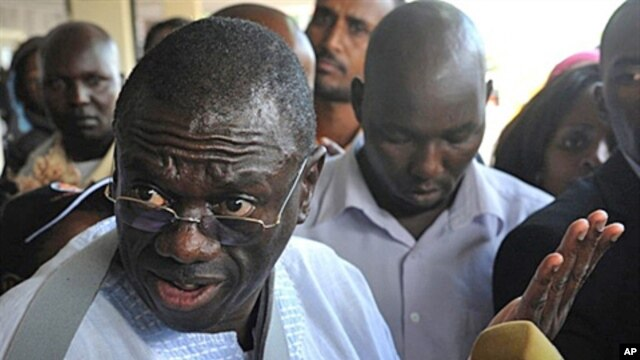 Uganda's opposition leader Kizza Besigye talks to the media at Jommo Kenyatta International Airport, in Nairobi, May 11, 2011