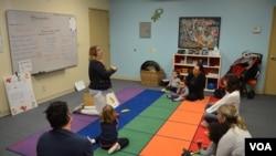 Niños de preescolar en la clase 'Mis Padres y Yo' que imparte ¡Viva el Español! en el área de la bahía de San Francisco. Foto: Lenny Castro, VOA.