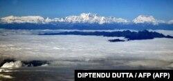 Mandhari ya milima ya Himalaya
