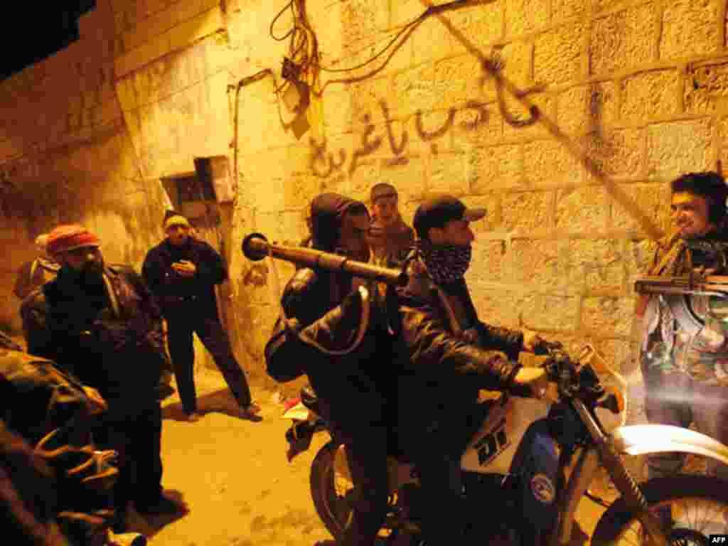 Идлиб, Сирия. 5 февраля 2012 года. (AP)