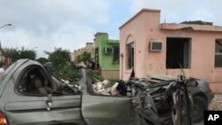 墨西哥北部被暴风摧毁的汽车
