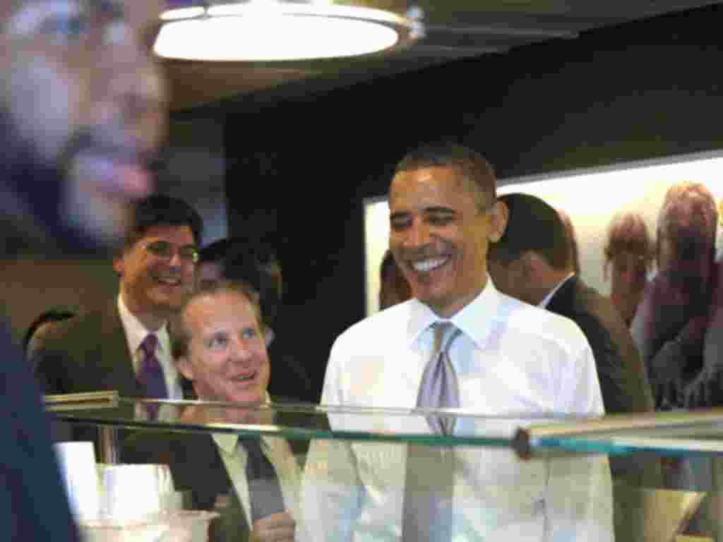 Obama trabajó como organizador comunitario y ejerció su carrera como abogado.