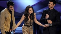 Robert Pattinson, Kristin Stewart and Taylor Lautner accept the award for Favorite Movie at the People's Choice Awards Wednesday night