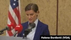 Ana Brnabić tokom obraćanja prisutnima na ceremoniji obeležavanja 100 godina od kada se srpska zastava vijorila iznad Bele kuće (Foto: VOA/Helena Đorđević)