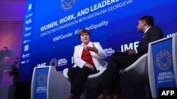 آئی ایم ایف کی رپورٹ کے مطابق خواتین سے مردوں کے مقابلے میں ہر روز دو گھنٹے زیادہ کام لیا جاتا ہے۔