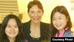 张安妮、瑞洁和张儒莉(瑞洁提供)