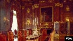 Căn phòng ăn hào nhoáng trong ngôi nhà The Marble House ở Newport