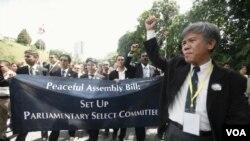 Para pengacara Malaysia berpartisipasi dalam aksi unjuk rasa di Kuala Lumpur (29/11).
