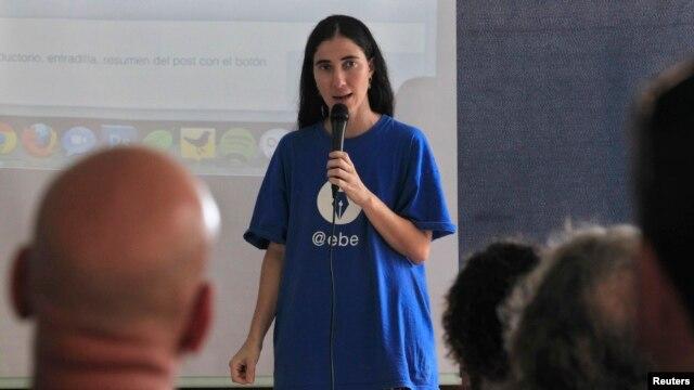 Cuban dissident blogger Yoani Sanchez participates in the blogging event Clic, organized by Spaniard Jose Luis Antunez, in Havana, June 22, 2012.