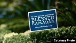 """MCC memasang poster halaman yang berbunyi """"Blessed Ramadan"""" atau """"Terberkatilah Ramadan"""" (foto: courtesy)."""