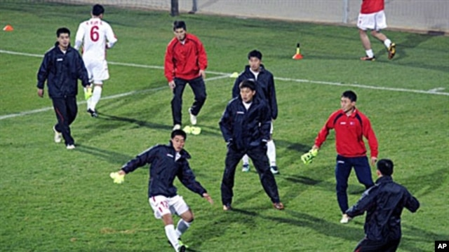 North Korea's football team take part in a training session at Makhulong Stadium in Tembisa, 16 Jun 2010