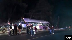La colisión entre un autobús de pasajeros y un camión de carga este sábado en el este de Guatemala dejó 21 muertos y 11 heridos (Foto: AFP)